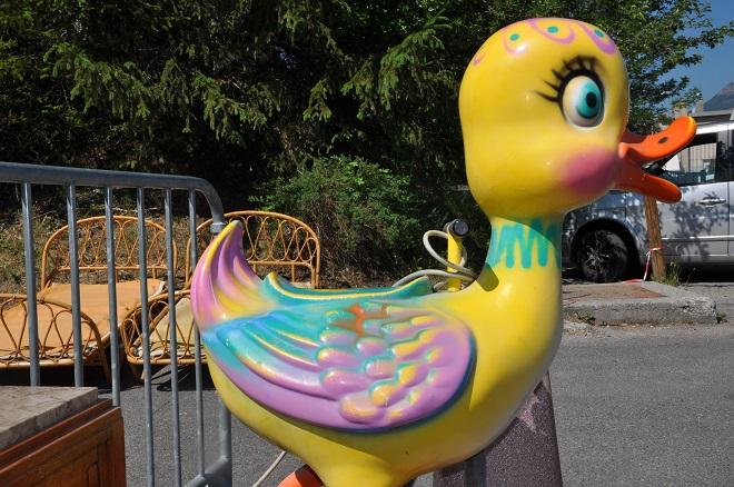 canard en plastique géant