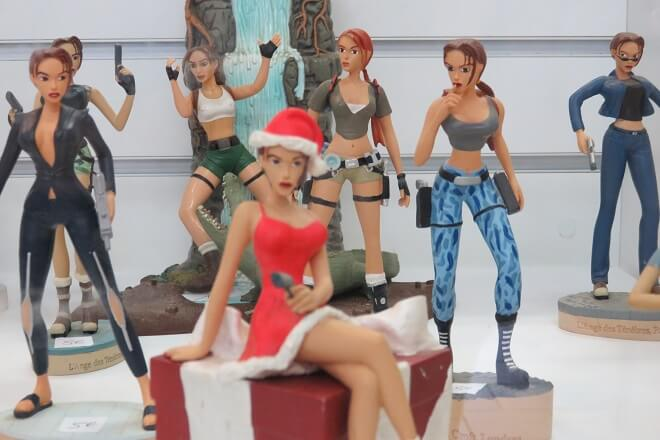 7 figurines lara croft